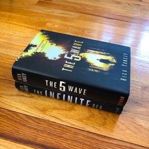 The 5th Wave & The Infinite Sea (Rick Yancey)